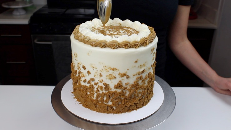 adding drizzle to top of cookie butter cake blog