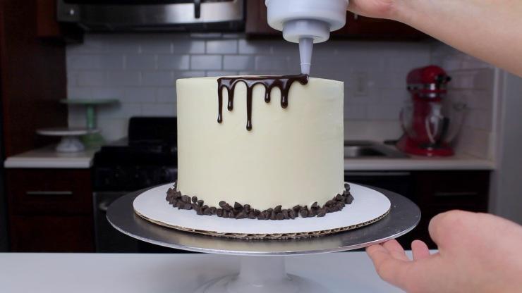 cannoli cake drips